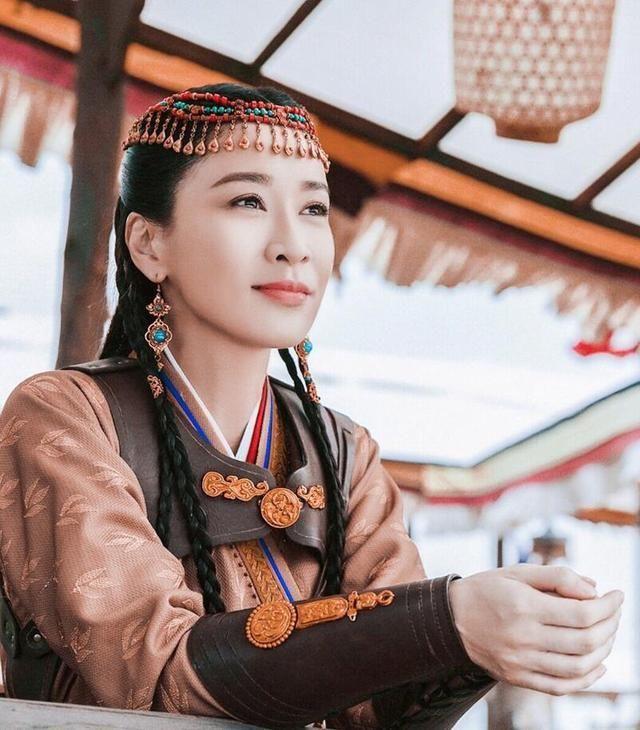 原创 佘诗曼45岁还演少女 ,虽然港星都挺抗老,但并不是不老啊