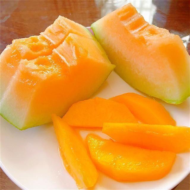 「西州蜜瓜」含铁多的甜瓜,是鸡肉的3倍,牛奶的17倍,常被误认是哈密瓜