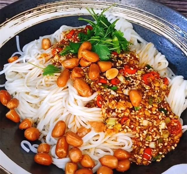 秘制 秘制开胃爽口凉拌面新吃法,酸辣劲道,做法简单,还能增加食欲