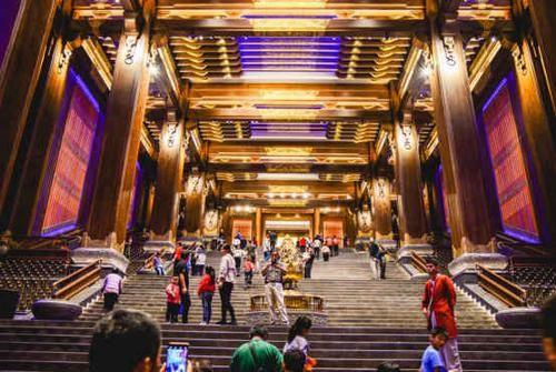 景区 ?世界上最大的孔子像:历时三年完工,所在景区耗资100亿建成